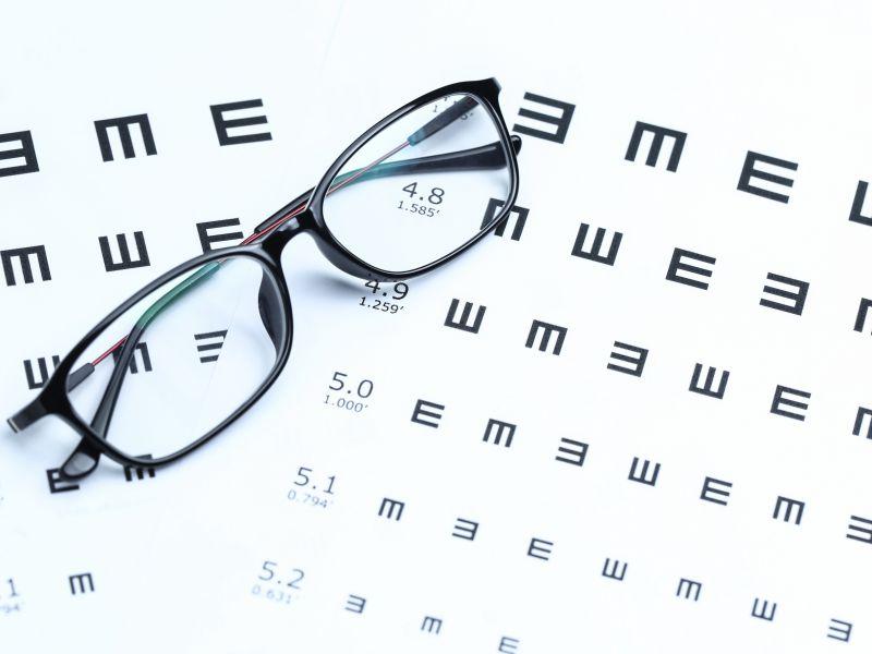 cu astigmatism, vederea se îmbunătățește)
