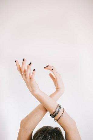 mâna stângă și vederea se amorțesc