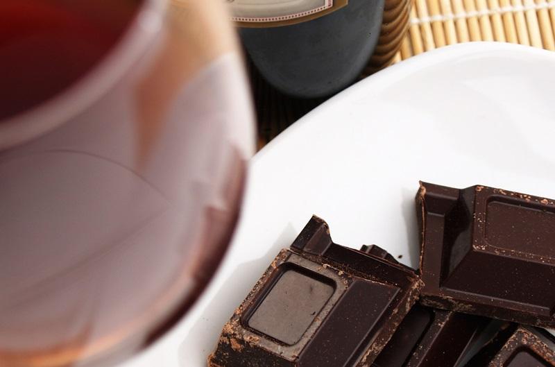 Ciocolata si vinul rosu, efecte pozitive pentru vedere