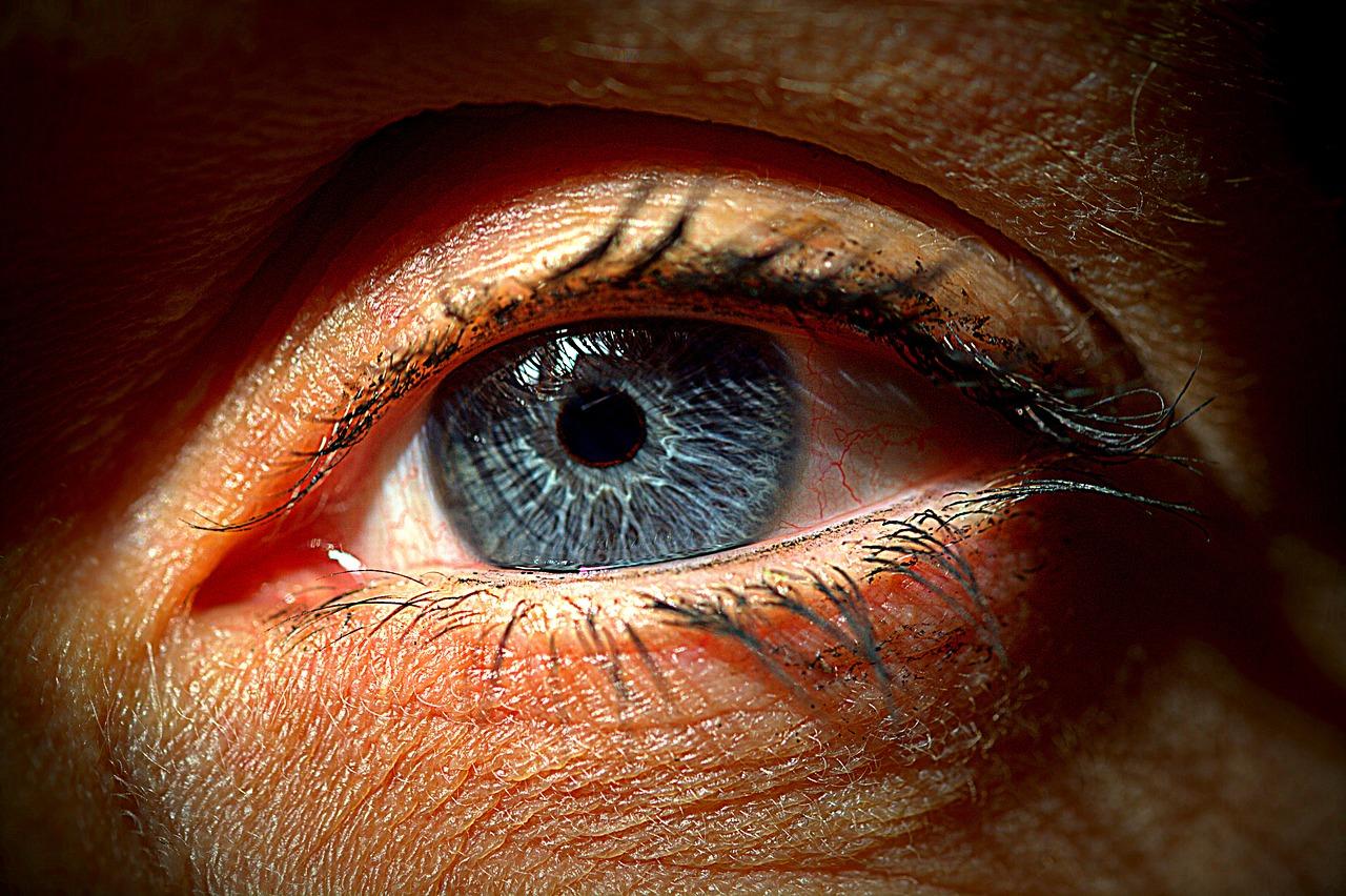 au nevoie de un consult oftalmolog