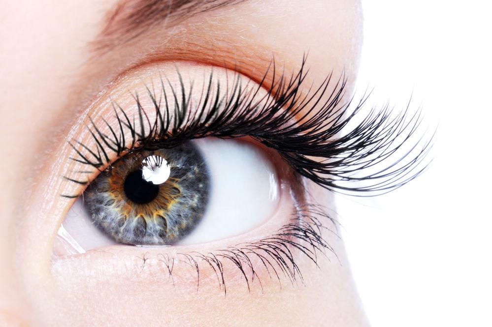 îmbunătățiți vederea prin picurare în ochi