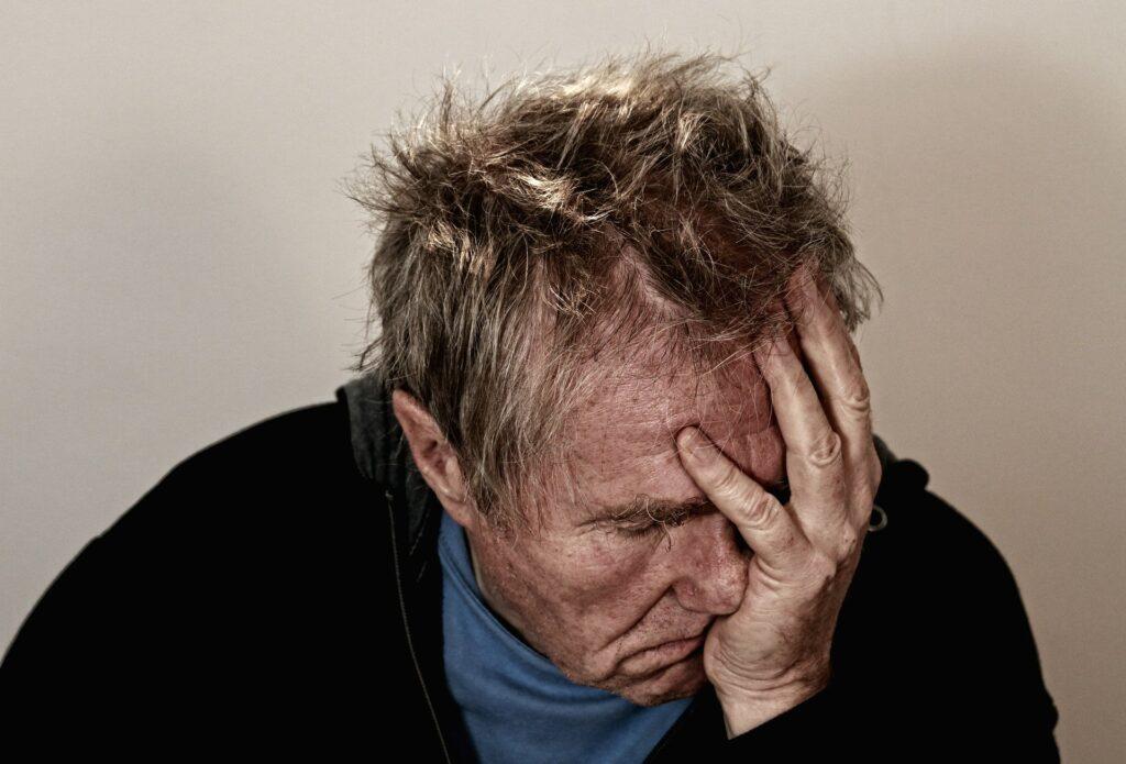 vederea a scăzut brusc și doare capul