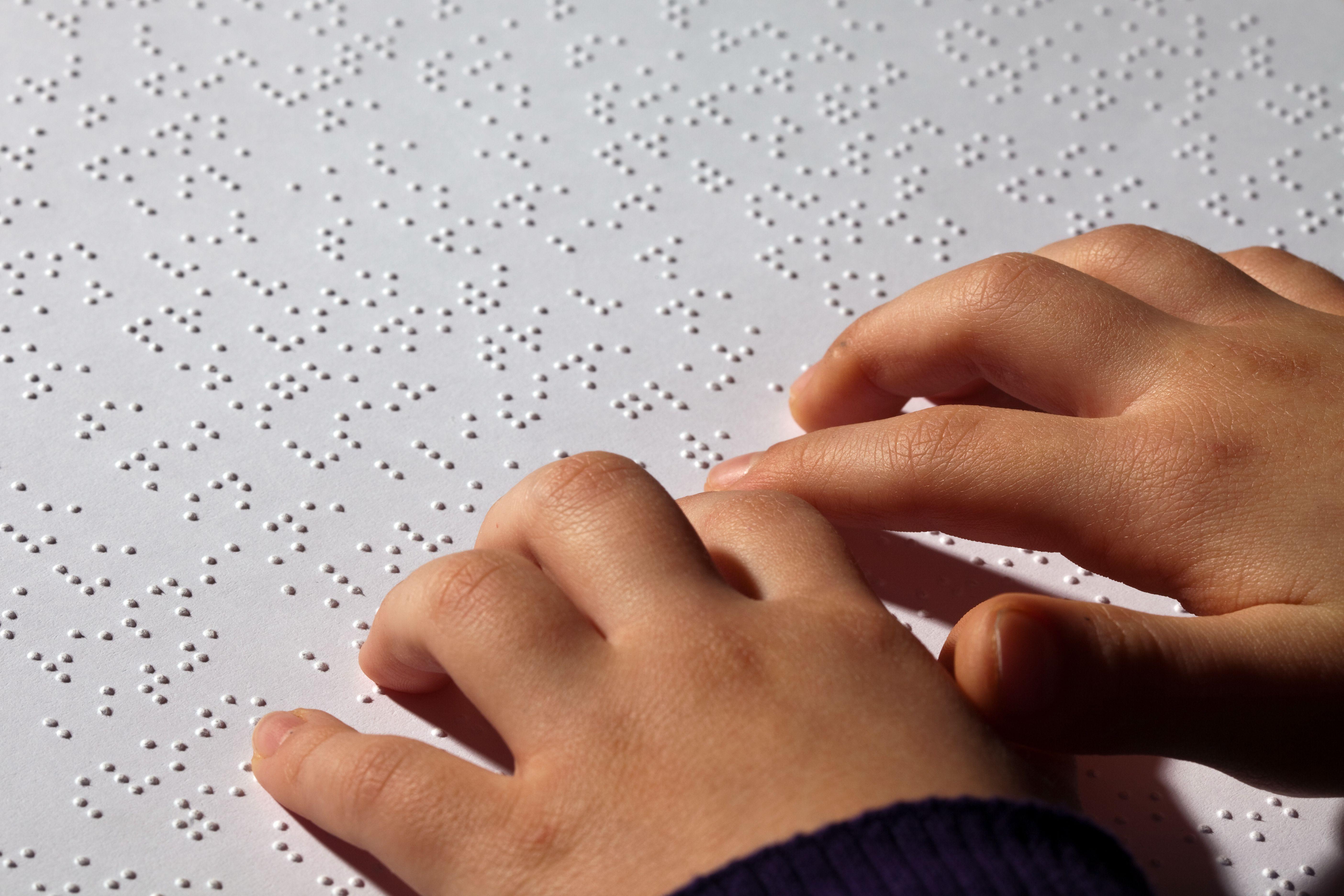 Recomandări pentru o bună interacțiune cu persoanele cu deficiențe de vedere