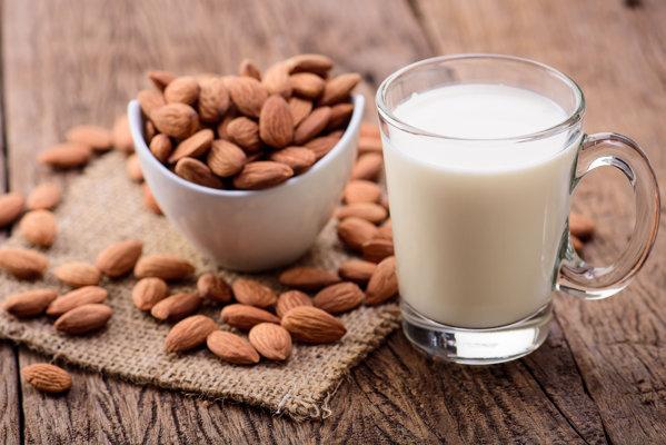 Laptele. Ce beneficii aduce adolescentilor?